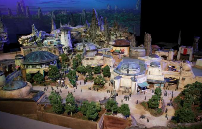 MAquette de Star Wars Galaxy' Edge, le nouveau land de Disneyland