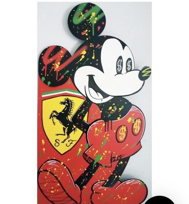 Peinture de Mickey avec le logo Ferrari